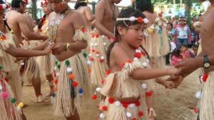 inheemse_kinderen_dansen